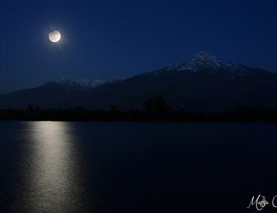 Luna piena sopra il Monte Legnone